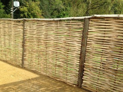 Continuous woven Sussex fencing panels
