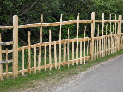 Cleft chestnut deer fence
